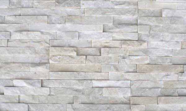 Costruzioni a secco e materiali naturali per l'arredamento degli interni